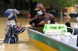 Floods: Situation worsens in east coast
