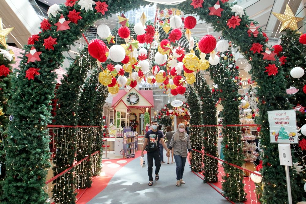 Let the Christmas décor at Central I-City spark joy in you.
