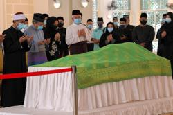 Sultans of Perak, Selangor, pay last respects to Tun Rahah