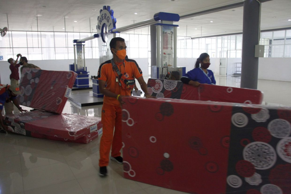 Workers prepare the Solo Technopark in Jebres, Surakarta, Central Java to quarantine certain incoming travellers arriving during the year-end holidays. - The Jakarta Post/ANN