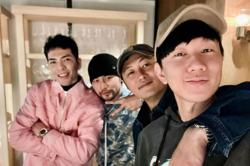 Jay Chou, JJ Lin and Shawn Yue get together at singer Jam Hsiao's restaurant
