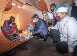 Muhyiddin visits flood victims in Kelantan