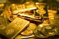 Gold gains on weaker dollar, U.S. stimulus bets