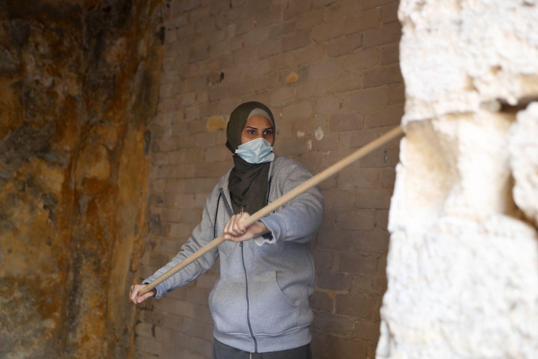 A female artist volunteer paints a room at the al-Kamalaia school in Gaza. Photo: AP