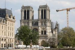 With choir in hard hats, fire-ravaged Notre-Dame rings in Christmas