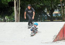 A skateboarder just like dad