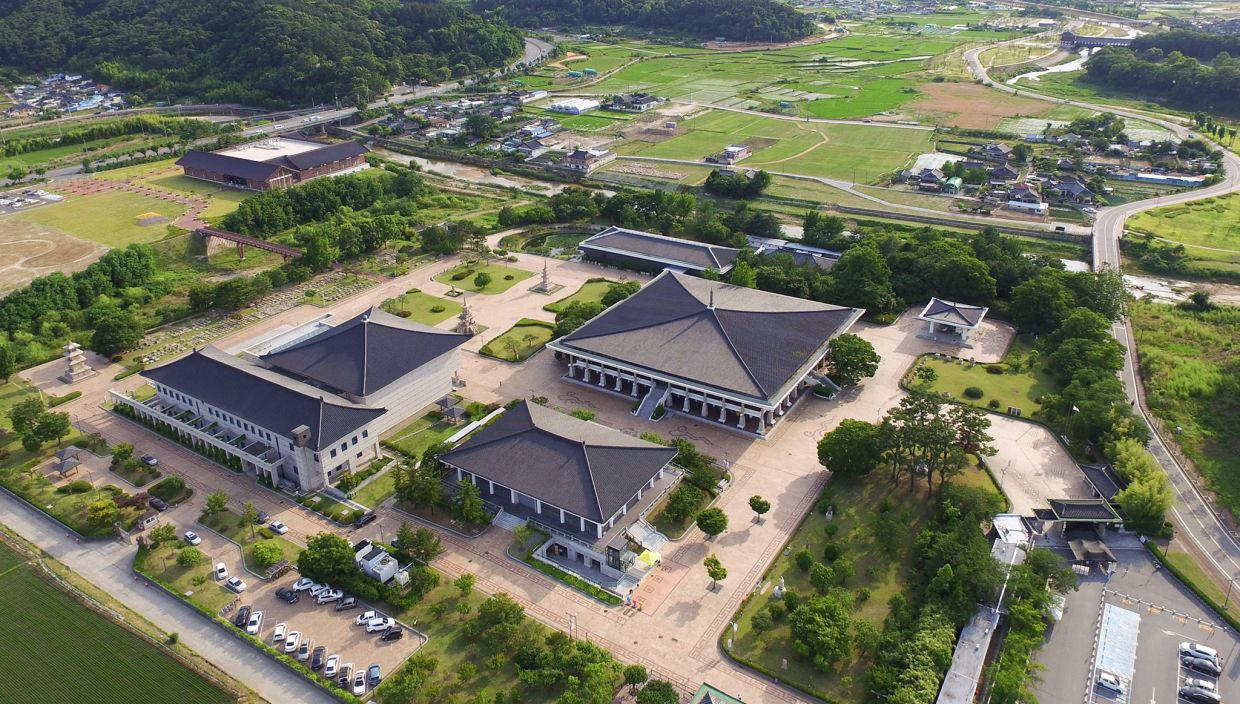 Gyeongju National Museum is a veritable open-air museum. MICE facilities include a 250-seat theatre-type auditorium.