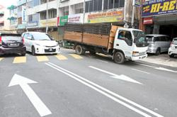 Reinstate single-lane road, business owners urge