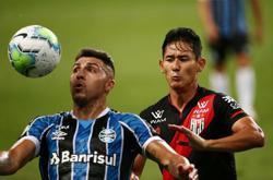 Gremio beat Atletico Goianiense 2-1 to keep Brazil title hopes alive