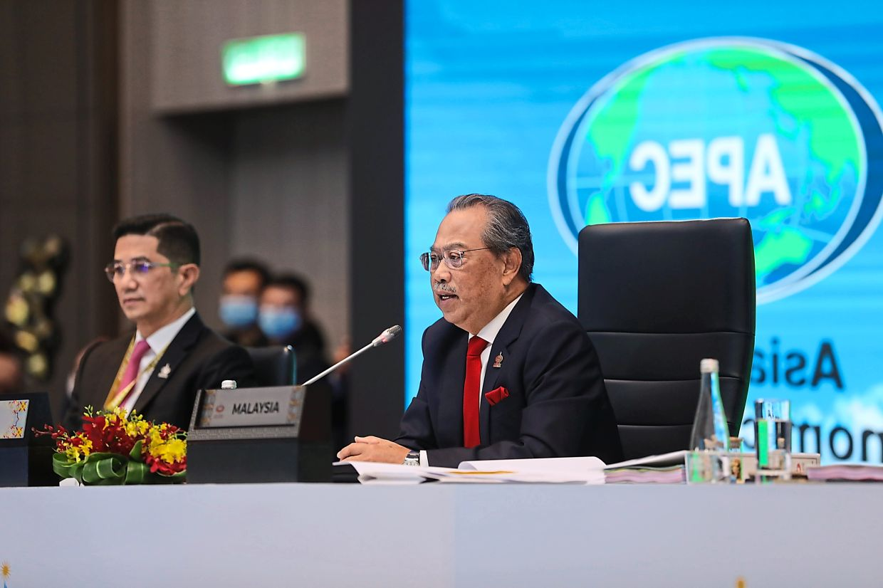 Prime Minister Tan Sri Muhyiddin Yassin (right) spoke on various issues at the virtual Apec Economic Leaders' Meeting in November 2020, while Azmin looks on.