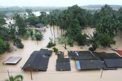 Johor floods continue to worsen, first death reported