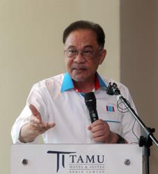 I don't want to quarrel with Dr M, says Anwar