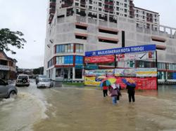 Floods in Johor, Pahang worsen as number of victims continues to rise