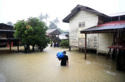 Flood situation in several states worsens, more victims evacuated