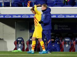 Soccer-Big transfer fees no ticket to starting 11 for Hazard, Felix, Griezmann