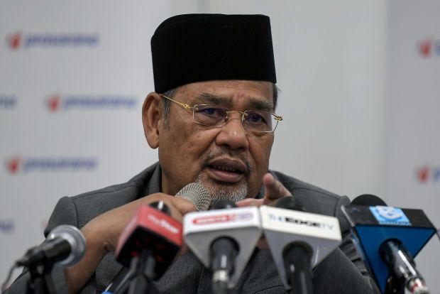According to chairman Datuk Seri Tajuddin Abdul Rahman, Prasarana can't afford to make progress payments on a monthly  asis as it needs to manage its cash flow.  He pointed out that Prasarana is facing cash flow issues led by the Covid-19 fallout, of which its revenue could not cover its operations. (Pic shows Prasarna chairman Tajuddin Abdul Rahman at yesterday\'s media briefing)