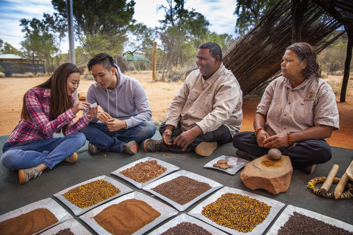 Northern Territory's Karrke Aboriginal Cultural Tours introduces native foods such as bush tomato. - Tourism Australia