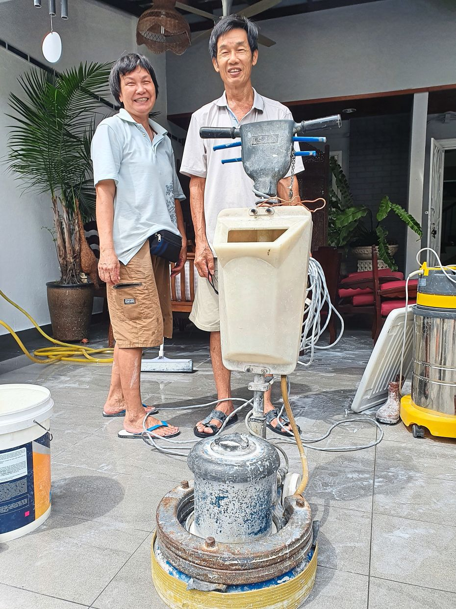 Siblings Cheong (left) and Kok Keong are among a handful of marble grinders in Kuala Lumpur.
