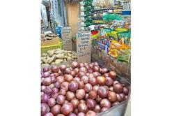 Consumers shun pricey red onions from India