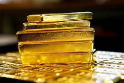 Gold price eases as stronger dollar, higher yields weigh
