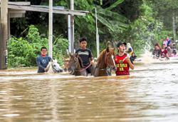 More than 43k people still at flood relief centres in five states