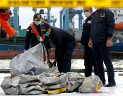 Indonesia: Body parts found at Sriwijaya Air plane crash site