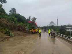 Downpour triggers landslides on Sandakan roads, no casualties reported