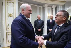 Angering critics, Belarus' Lukashenko hugs world ice hockey boss