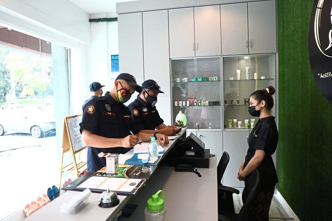 MBSA enforcement officers checking on SOP compliance at a shop in Shah Alam.