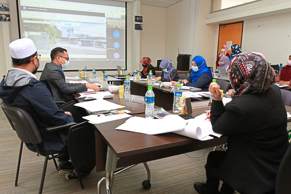DBKL senior officers conducting an online hearing session with property owners to discuss their objections  to the new assessment hike at the DBKL training centre in Cheras. — LOW LAY PHON/The Star