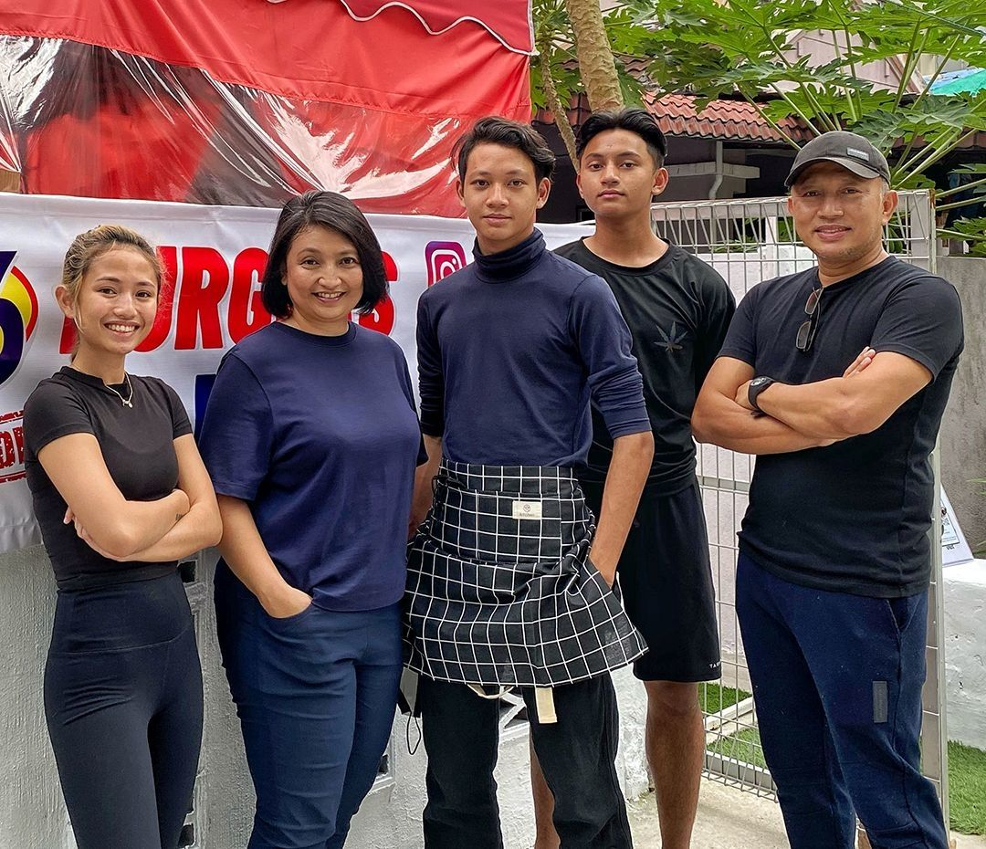 Zack (right) and his entire family are involved in their home-based endeavour. (From left) Atilla Hanna, Anis Suzanaz Borhan, Johan Aizey and Kamal Aizey.