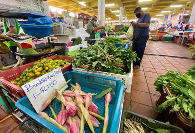 Sufficient vegetable supply at Taman Tun Sardon market in Penang on the first day of the MCO 2.0. ZAINUDIN AHAD/The Star
