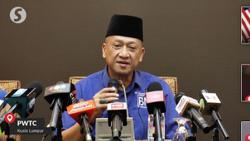 Nazri withdraws support for Muhyiddin