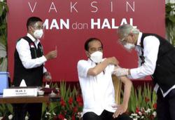 Indonesian president Jokowi receives Covid-19 jab, starting vaccination drive