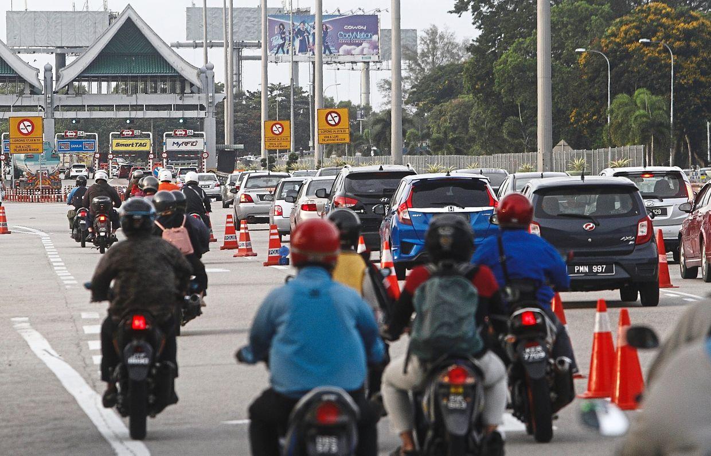 Traffic congestion in Prai near the Penang Bridge toll plaza.