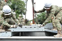 Army deploy teams to construct bridge at Kg Belimbing, Pahang