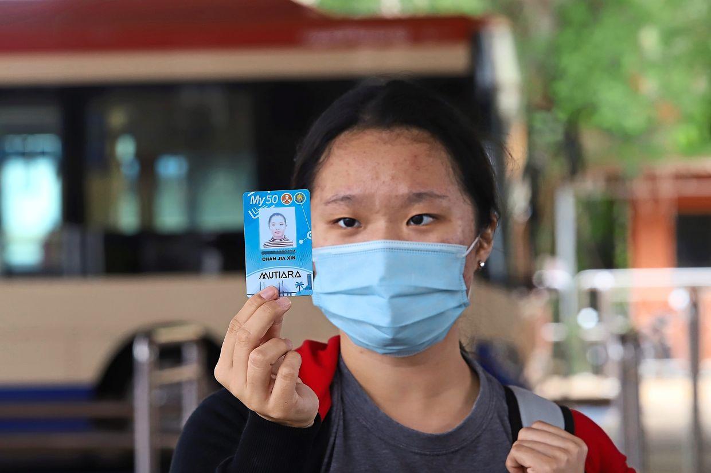 Chan showing her My30 Mutiara pass.