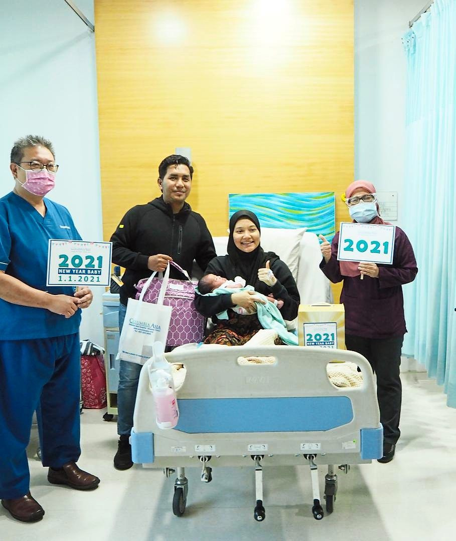 Ana and Azrul welcomed their firstborn on the first day of 2021. Looking on are Dr Rohaini Md Jonit (right) and Dr Victor Gong.