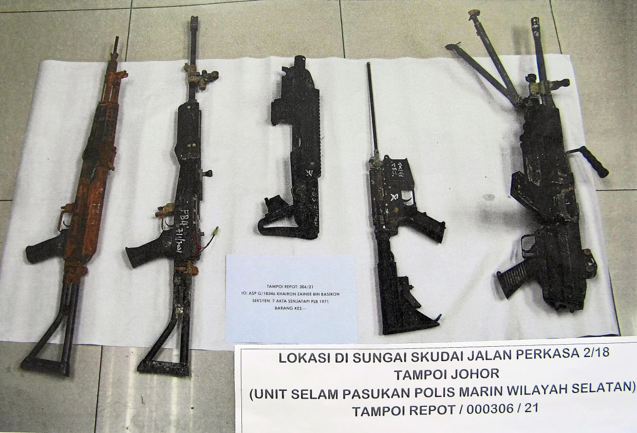 Underwater ordnance: Some of the airsoft rifles found in Sungai Skudai by Marine Police and GOF. — Bernama