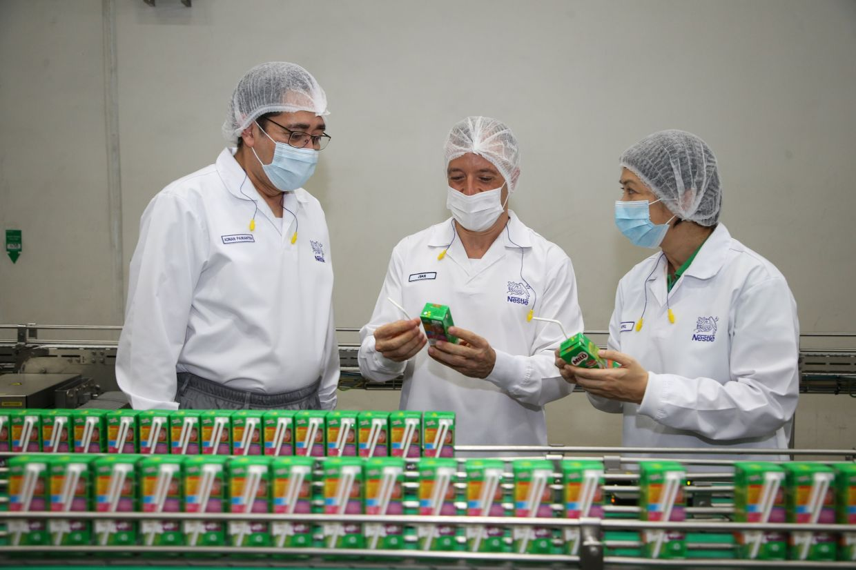 UHT production line in the Nestlé Sri Muda Ready-to-Drink factory, using 100% paper straws since October 2020. Designing product packaging that is meant for recycling also means looking into using materials that can be recycled more easily.