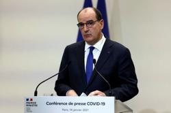France tightens coronavirus border controls, imposes earlier curfew