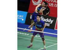 V Shem-Wee Kiong lead progress of three pairs into quarter-finals