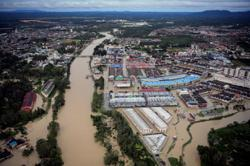 13 banks come to the aid of flood victims