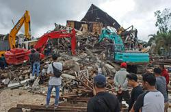 At least 37 killed, hundreds injured as strong quake jolts Indonesia's Sulawesi (update)
