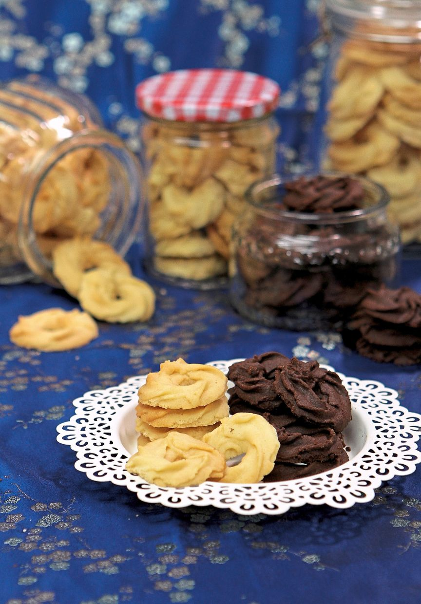 Butter and chocolate cookies are ideal home-made gifts for friends and family during Chinese New Year.