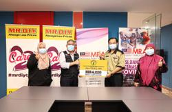 Retailer donates RM4,220 as tribute to frontliners