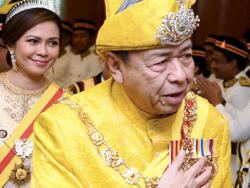 Selangor Royal couple conveys condolences to Tun Salleh Abas' family