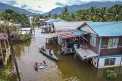 Drop in flood evacuee numbers