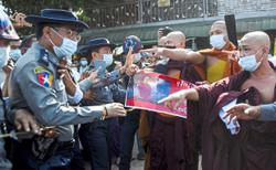 Cops scuffle with hardline monk's followers
