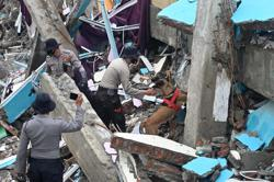 Indonesia: Covid-19 total goes above 900,000; torrential rains hamper hunt for quake survivors